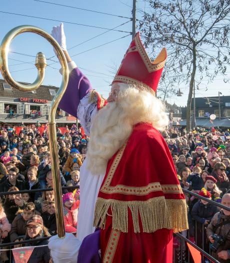 Pepernoten en een Jägermeister bij intocht Sinterklaas in Ede