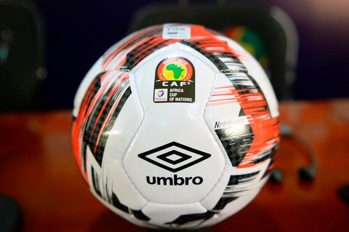 De officiële wedstrijdbal voor de Afrika Cup, die morgen in Egypte begint.