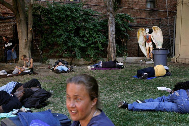 Een dakloze vrouw in het San Julian Park in Los Angeles. Archieffoto.