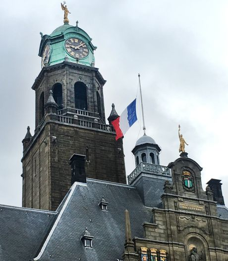 Franse vlag halfstok op stadhuis in Rotterdam vanwege aanslag in Nice
