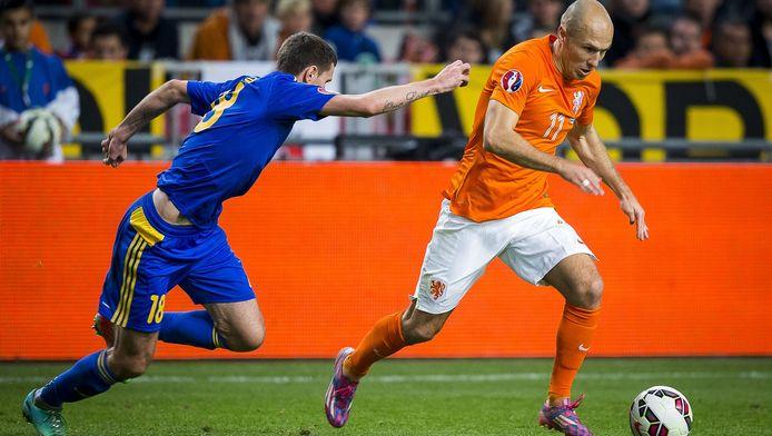 Arjen Robben in actie tegen Kazachstan.