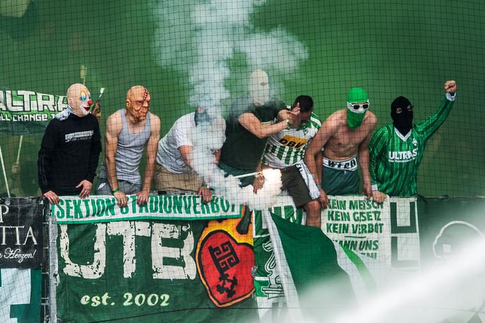Geen carnaval, maar fans van Werder Bremen tijdens het duel met Mainz.