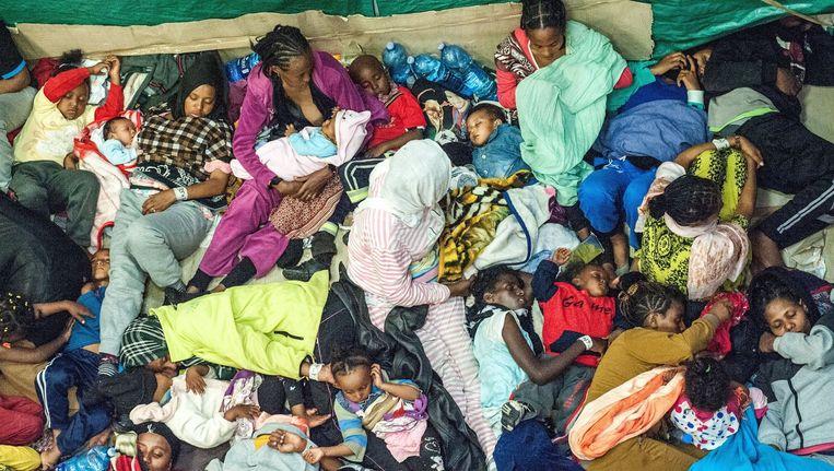 Een boot met vluchtelingen van Eritrea en Syrië op weg naar Europa.