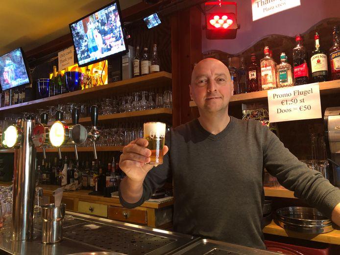 """Karim, le patron du café """"Plaza"""" menace de passer à la concurrence."""
