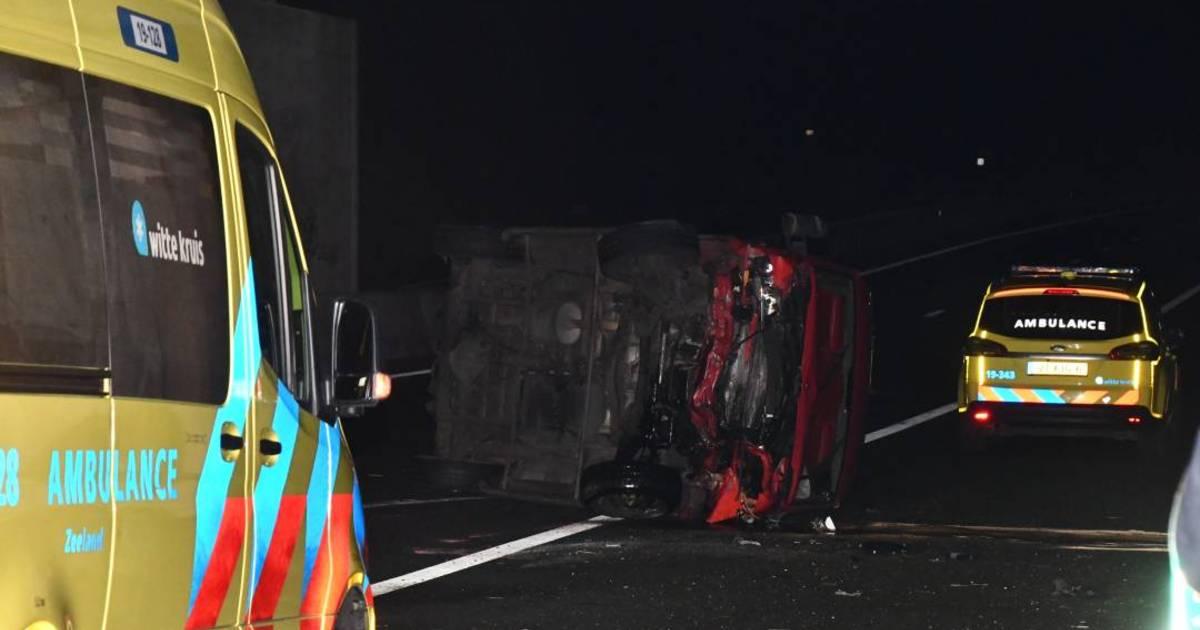 Drie gewonden bij ongeluk op A58, snelweg was urenlang dicht.