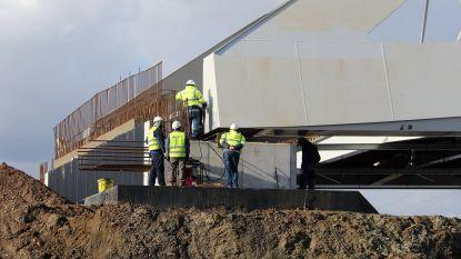 Stalen brug van 1.000 ton in enkele uren over Albertkanaal gelegd