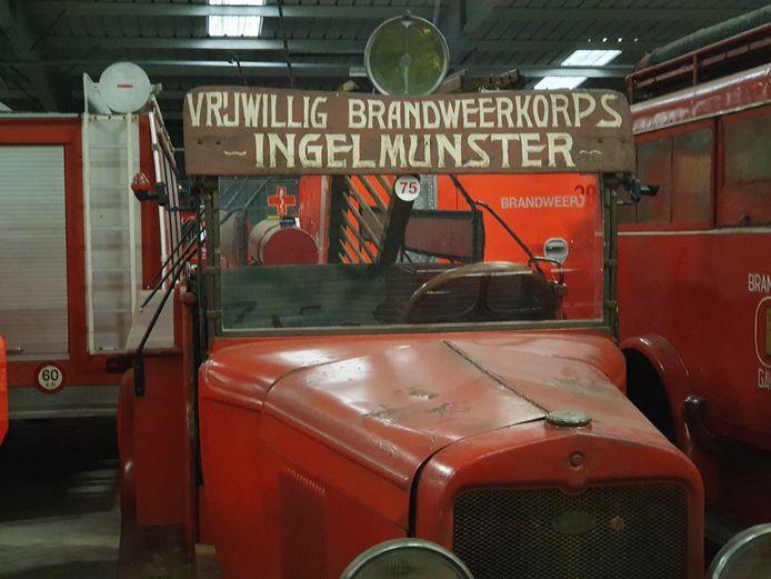 Zo'n 180 oude brandweerwagens van het Brandweermuseum zijn overgebracht van Aalst naar Ravels naar een van de voormalige hallen van de NAVO.
