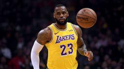 LeBron James viert rentree bij Lakers met nipte zege
