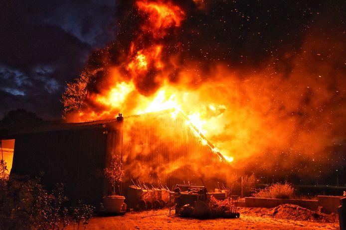 Uitslaande schuurbrand in Oisterwijk.