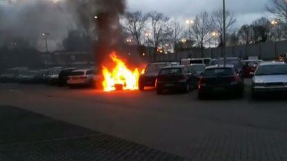Extra examenstress: studenten zien auto's in vlammen opgaan