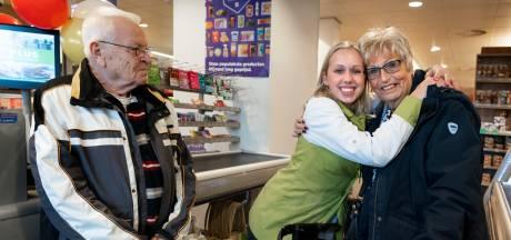 Corrie (76) verliest duizenden euro's door oplichter, maar gaat met haar zieke man toch nog één keer op vakantie