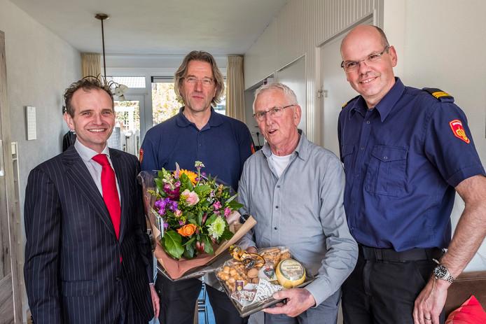 Burgemeester Mark Slinkman, Paul van Ooijen, Joop Verstraaten en Edwin van Deelen.  Foto Theo Peeters