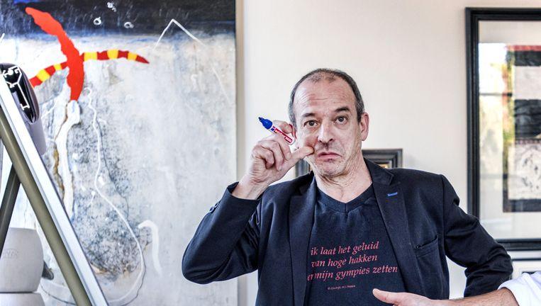 Op de werkvloer van van Zigila zijn ze aan het brainstormen, hier Robert Jan Heyning Beeld Raymond Rutting/De Volkskrant