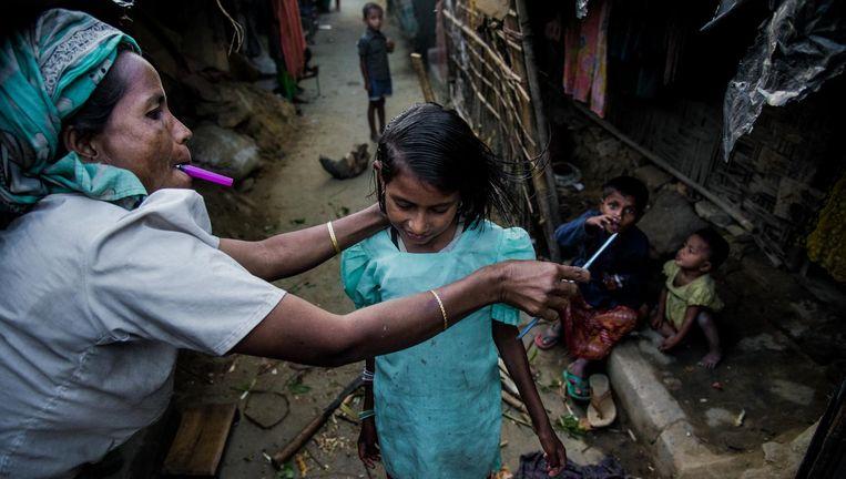 Rohingya-familie in een vluchtelingenkamp in Bangladesh, december vorig jaar. Beeld NurPhoto via Getty Images
