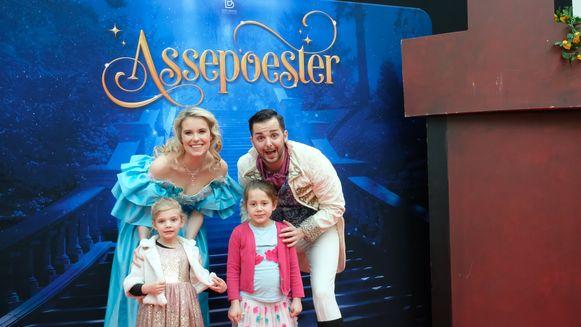 Na de performance konden de kinderen met de prins en prinses op de foto
