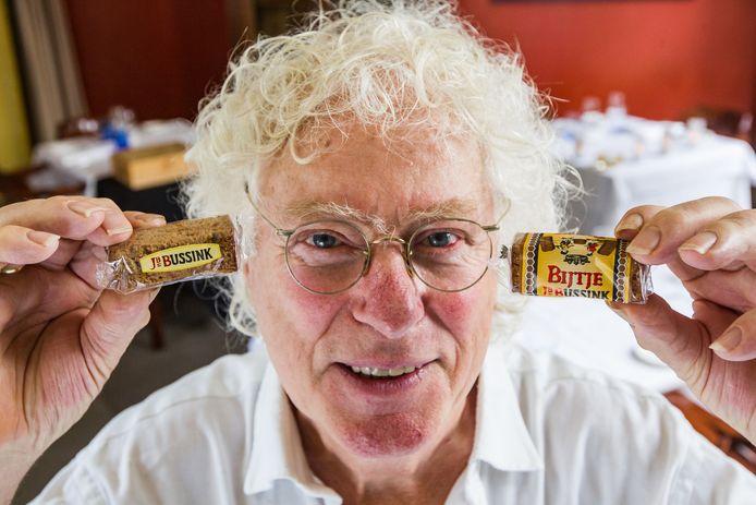 Hans Legel maakte zich druk om de Deventer horeca, maar ook om het wel en wee in de stad, zoals in 2018 nog, toen de verpakking van Het Deventer Bijtje er ineens anders uitzag. En kreeg voor elkaar dat het woord Bijtje weer terugkwam op de folieverpakkingen.