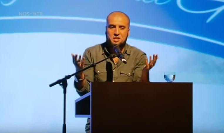 Ali Houri tijdens de lezing in Genk.