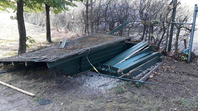Op Golfbaan de Gulbergen is vorige week een schuilhut vernield