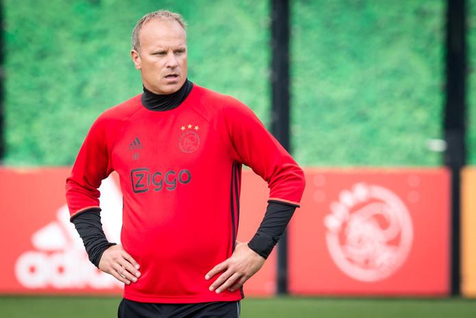 Kersttrui Ajax.Contract Bergkamp Bij Ajax Ontbonden Nederlands Voetbal Ed Nl
