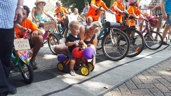 De Hel van de werd vooraf gegaan door de spektakelrit van de allerjongste deelnemers. Meer dan twintig kinderen stonden met de mooiste creaties aan de start.