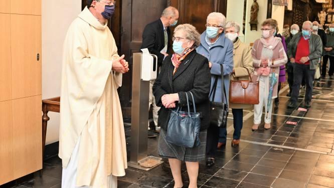 E.H. Antoon Barbé (65) aangesteld als pastoor van Lede en Wichelen tijdens zondagsviering