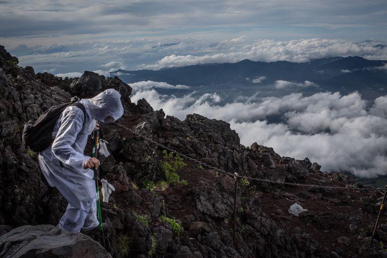 Een vulkaanuitbarsting zou voor een ramp kunnen zorgen, zeker in de zomermaanden als de wandelpaden naar de top open zijn.