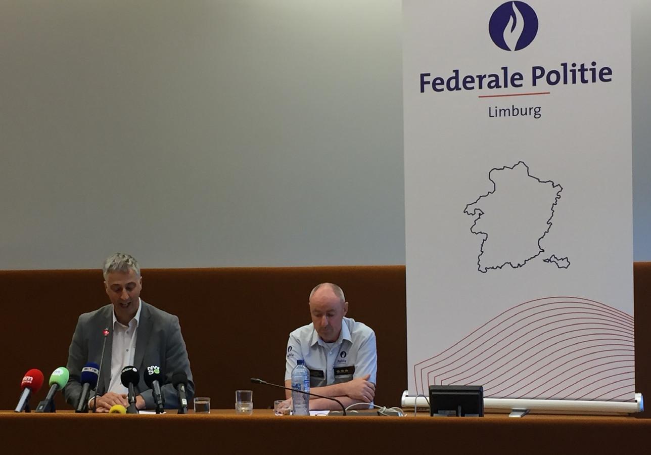 De Belgische politie houdt een persconferentie over de vrijlating van de ontvoerde jongen.