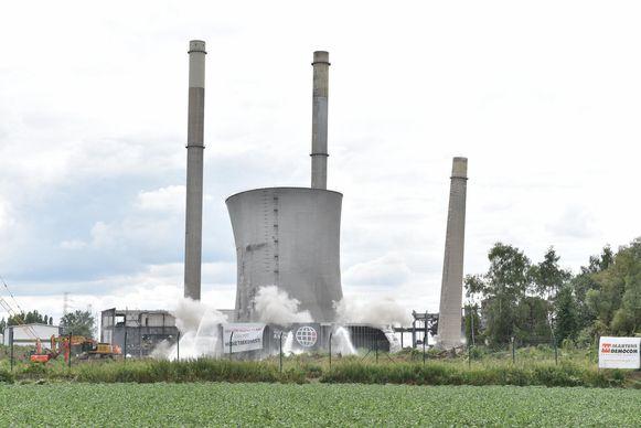 Archiefbeeld. De koeltoren en de schoorstenen gingen in 2017 tegen de vlakte. MOW wil liever dat er geen nieuwe industrie in de plaats komt.