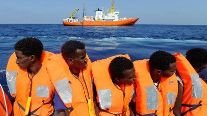 Negen migranten gered van boot op Kanaal