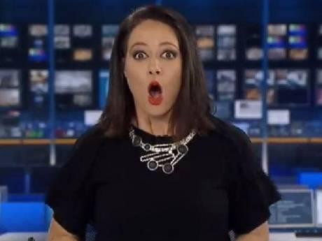 Australische nieuwslezeres realiseert zich opeens dat de camera's draaien