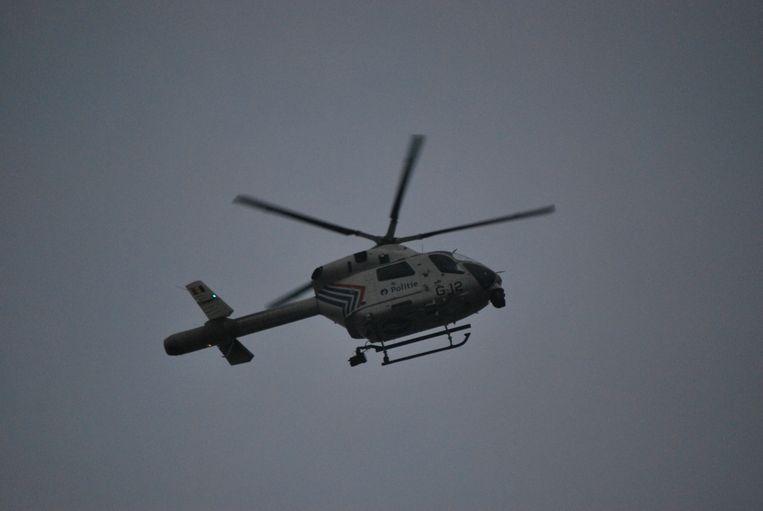 De politie zette bij de achtervolging een politiehelikopter in.