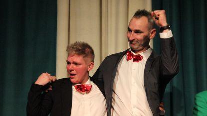 Drie duo's dolgelukkig op verkiezingsavond Bommels: nieuwe erejonker en eredame, koningskoppel en dagwinaars