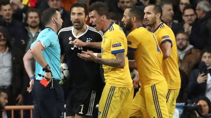 FT buitenland: Ref die penalty floot voor Real geviseerd via Twitter - Wolves promoveren - Carrasco opnieuw de boot in - Barça wint van Valencia