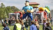 Zo'n 800 kinderen ravotten op Buitenspeeldag in het stadspark