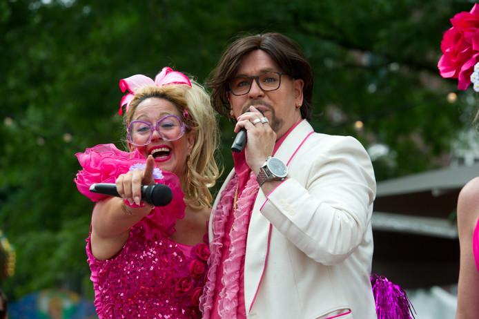 Bij Roze Woensdag hoort een roze dresscode.