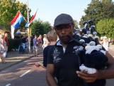 Angelo uit Arnhem moedigt Vierdaagselopers aan met doedelzak