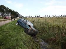 Inhaalactie gaat mis: auto belandt in sloot Lienden en man raakt gewond