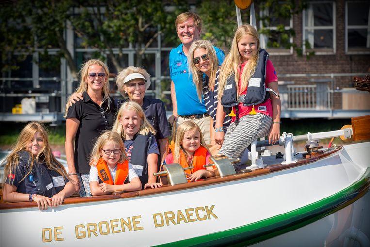 Tijdens Sail Amsterdam 2015, samen met prinses Mabel, koning Willem-Alexander en prinses Máxima en hun kinderen op De Groene Draeck. Beeld Hollandse Hoogte / Leo Vogelzang