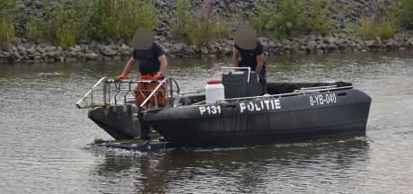 Politie dregt Waterdonken in Breda met boot