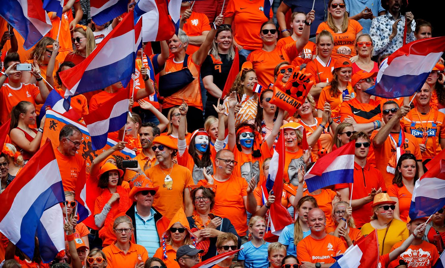 Fans van de Oranje Leeuwinnen.