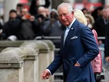 Le prince Charles sort de son confinement