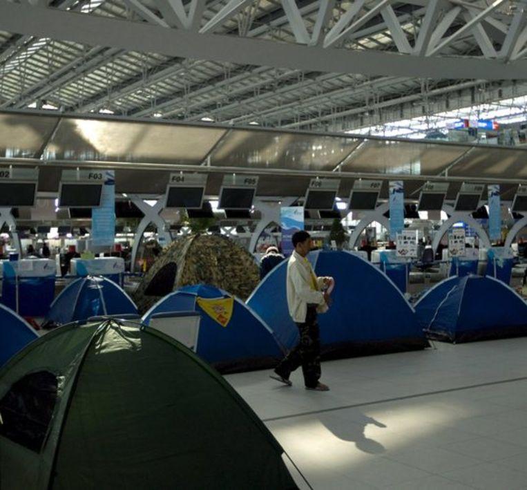 De tenten op Suvarnabhumi international airport kunnen worden opgebroken. De vluchten kunnen per direct worden hervat. Foto EPA/Ahmad Yusni Beeld