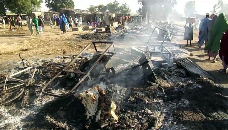 De gewapende rebellen openden het vuur toen de inwoners op de vlucht sloegen en plunderden woningen om ze erna in brand te steken (archiefbeeld ter illustratie).
