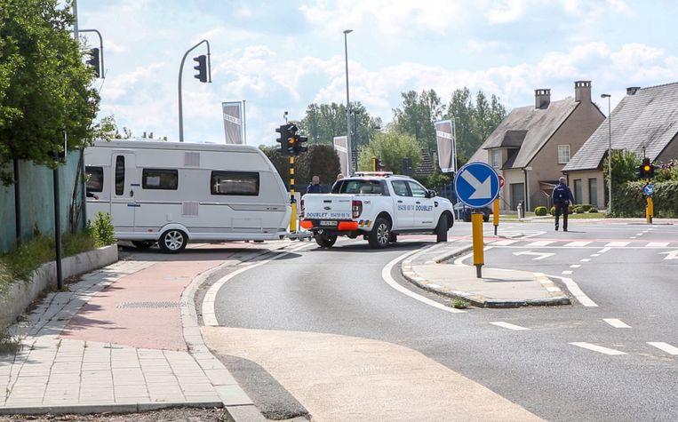 Politieactie in Roosdaal: inval bij de Roma-zigeuners die ervan verdacht worden lid te zijn van de bende oplichters.