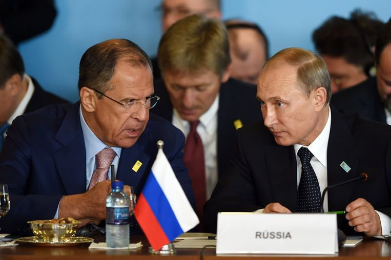 Sergej Lavrov met Vladimir Poetin. (Archiefbeeld)