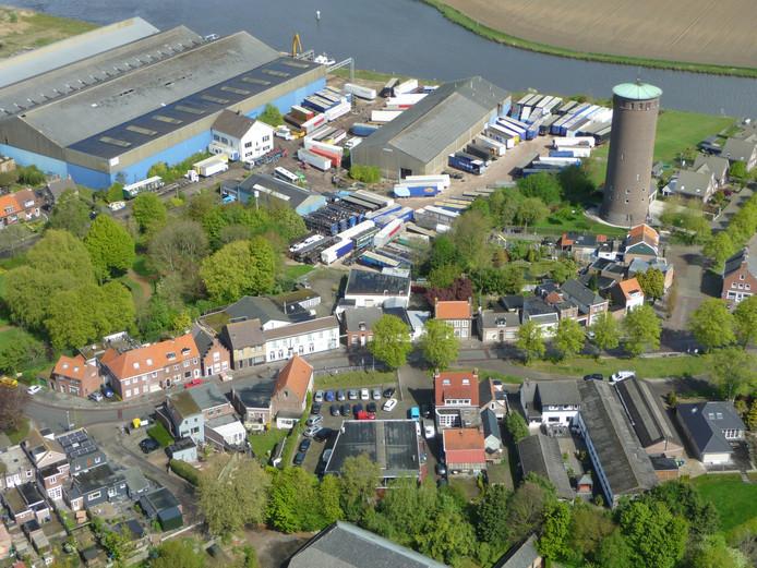 Archiefluchtfoto van het voormalige Staalunie-terrein met aan de bovenste rand De Dintel.