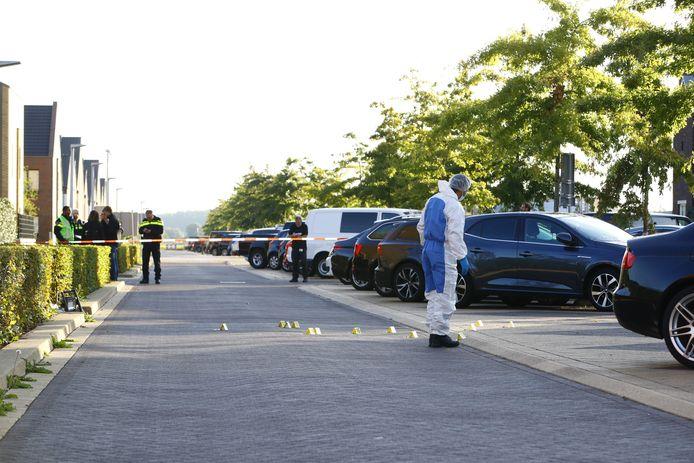 Het onderzoek naar de kogelgaten gaat bij daglicht verder.