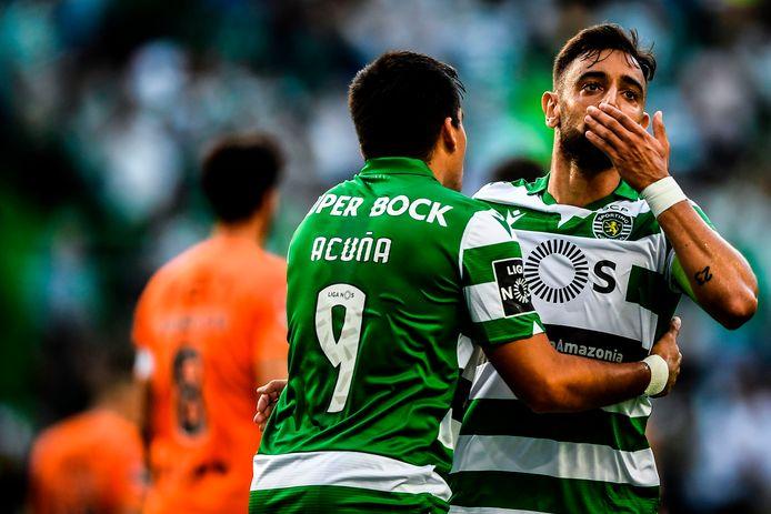 Sporting-vedette Bruno Fernandes viert zijn doelpunt tegen Rio Ave met ploeggenoot en Argentijns international Marcos Acuña.