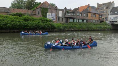 Vier scholen racen met kano's op de Leie