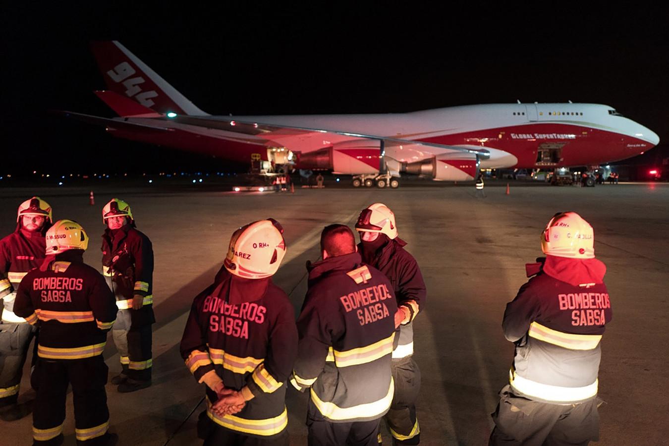 Het immense Boeing 747-blustoestel vrijdag bij aankomst op de luchthaven Viruviru van Santa Cruz de la Sierra in Bolivia.